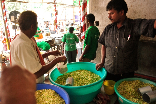 Vendors selling the Lablab bean by kilos.