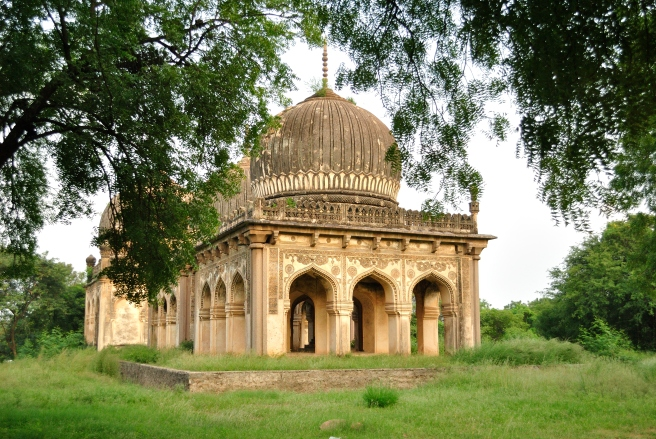 A smaller tomb on the Qutub Shahi Park premises, and also one constructed away from the main tombs. It could mean that the person buried here was of lesser stature than the king and his kins. Still, the craftsmanship is fairly elaborate.
